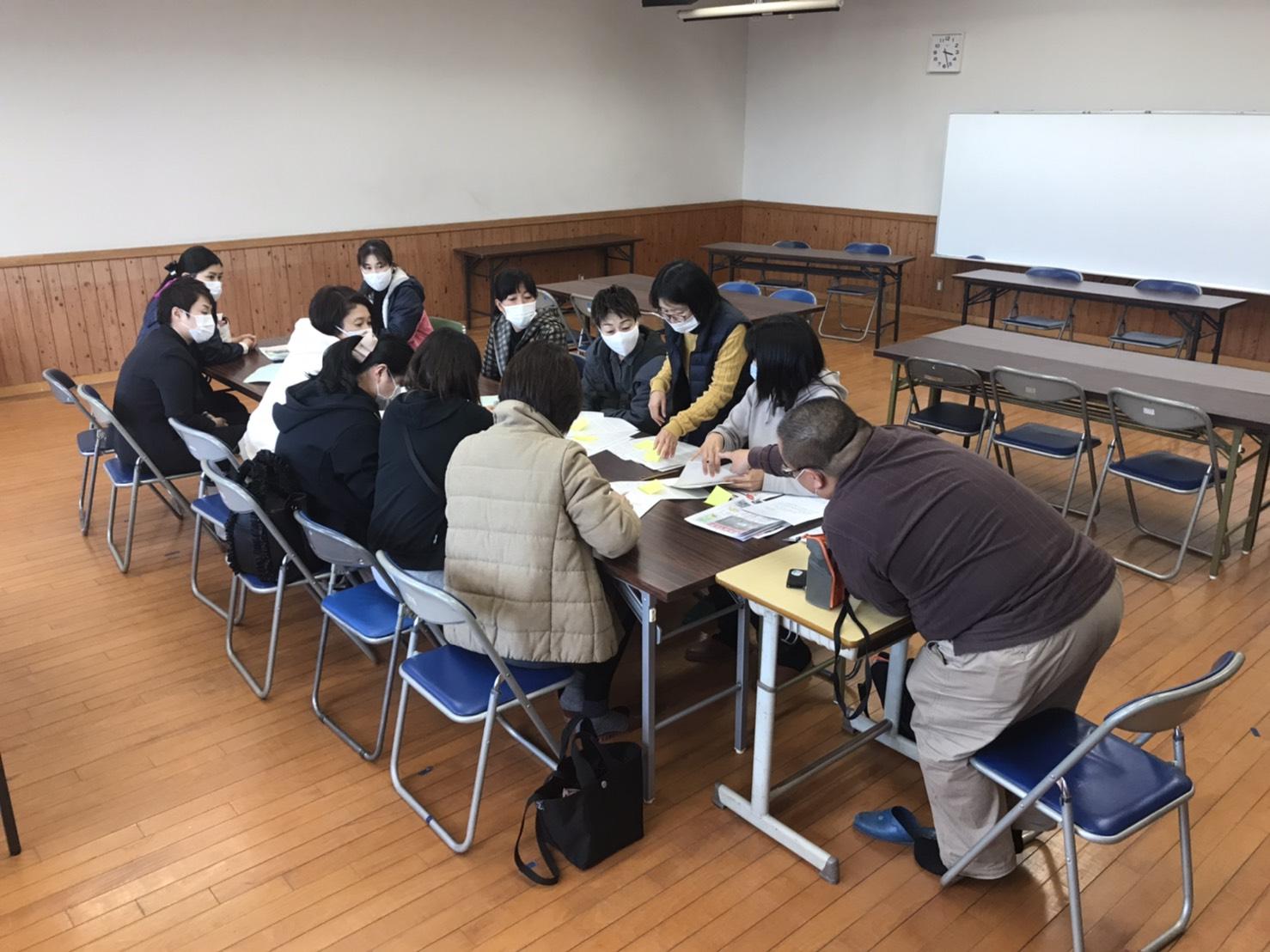 2020年12月4日、串木野小学校PTA新聞いちょう177号発行に向けて広報部の部会を開催しました。
